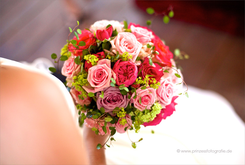 Brautstrauß rund pink